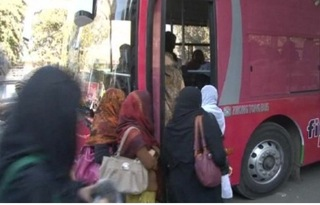 Busanti- women getting on bus