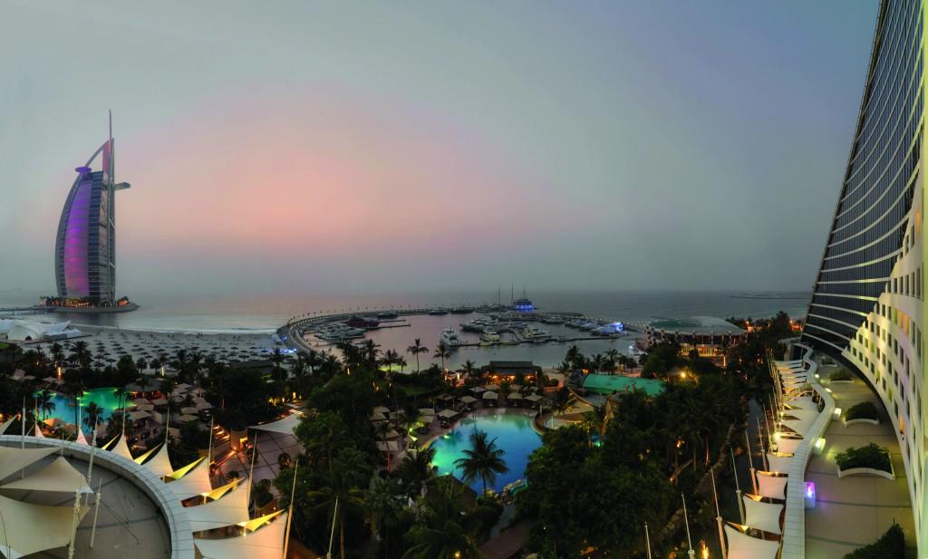 Jumeirah_Beach_Hotel_-_Sunset
