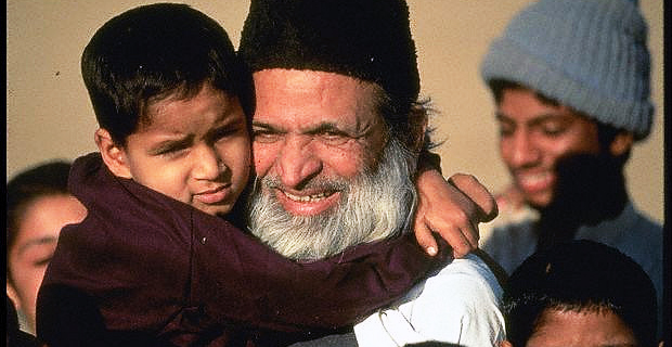 Edhi, Pakistan's 'Mother Teresa', is an obstinately humble hero to the masses