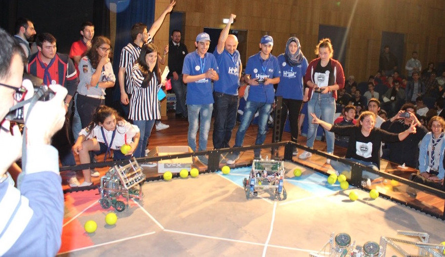 Refugee Robot Engineers bring Hope to Syria