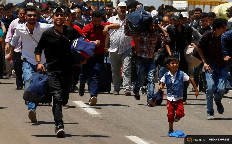 Syrian Refugees Head Home on Foot From Turkey for Eid Holiday