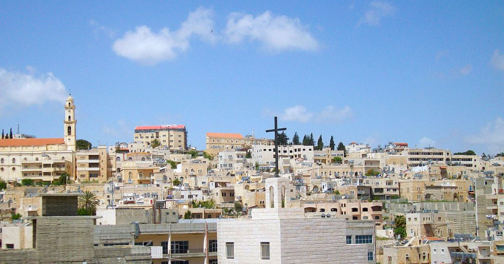 Palestinians cheer as tourists throng Bethlehem